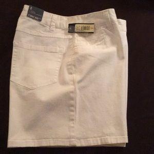 White denim shorts, NWT, size 8
